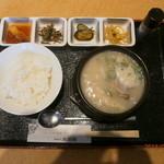 大使館 - 他店にはない、ハチノス入りのテールスープ定食