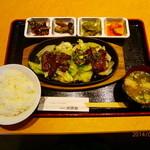 大使館 - 野菜たっぷりの焼肉定食