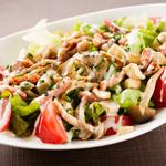 3種の茸とベーコンのシーザーサラダ