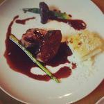 アンベルテンポ - カモ肉のソテー~フランボワーズソース~(こちらは先日行われた宴会のシェフおまかせコースの内容です。通常メニューにもございます)byお店
