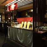 弦 - 店内には、おでんや亀入りの焼酎も(^^♪