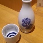 煮込み酒場 カミナリヤ - 菊正宗樽酒を熱燗で