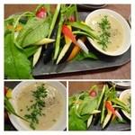 31809376 - こだわり野菜のバーニャカウダ(1000円)・・茄子・ラディッシュ・アスパラ・胡瓜などのお野菜が盛られています。                       ソースは通常のアンチョビを使用した品ではなく「白みそ」仕立て。