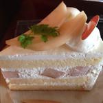 白栄堂 - 桃のショートケーキ