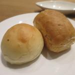 リストランテソットラルコ - 自家製フォカッチャ、バターパン