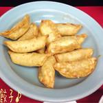 宇都宮みんみん - 揚餃子(6コ/230円)♪ みんみんの餃子は1つ1つが大っきいのね! 野菜もたくさん入ってるみたいで美味しい(^^♪ 揚餃子は皮が香ばしい!
