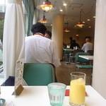 大阪医科大学付属病院 喫茶軽食 - 窓が大きくて開放的☆♪
