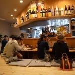 炭焼菜彩干物飯 紀州のしずく - 明るい店内です