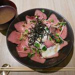 31819465 - ローストビーフ丼 850円+大盛り150円