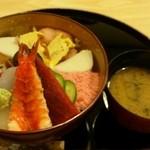 いづみ荘 - ちらし寿司 1,000円