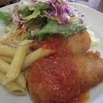 31827374 - 若鶏もも肉ポアレ・トマトソースがけ、ペンネ、サラダ