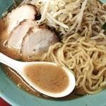 31828716 - 味噌チャーシュー麺 麺&汁アップ