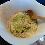 つくも - 蕎麦粉100%を練ったお餅にきな粉と抹茶 黒蜜が掛かったデザートです^^