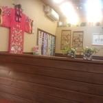 ひゃん - 店内の壁にチマチョゴリ