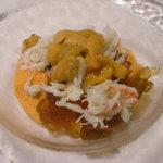 レストラン ミツヤマ - パプリカのムースとコンソメのジュレ、蟹と雲丹乗せ