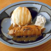 うろこ屋 - バニラアイスと焼バナナのキャラメルがけ