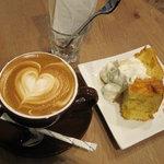 COFFEE AMP. - カフェラテとシフォンケーキ