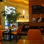 とんかつとカフェあら珠 - テーブル席