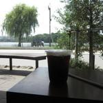 スターバックスコーヒー - 店内からでも綺麗で開放的な眺めが味わえます
