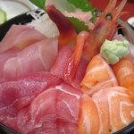 五郎鮨 - ランチ「日替り刺身丼 1,100円」アップ