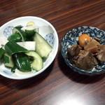 広楽苑 - 漬け物と鶏もつ煮!
