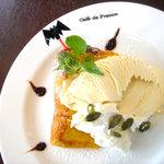 Cafe de 佛蘭西 - 自家製シフォンケーキ(写真は期間限定の「パンプキン」)