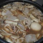 蕗の薹 - 山形風芋煮 小芋・きのこ3種・ごぼう・牛肉・ねぎのしょうゆ味で仕上げました。 400円
