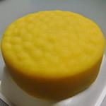ちもと - 黄身あんの菓子