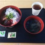 31841630 - 茹でシラス+マグロ丼