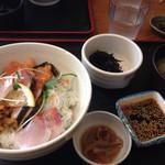 31841827 - 海鮮丼定食                       これで750円