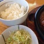 炭焼きハンバーグ 牛吉 - ライス、お味噌汁はおかわりできます。