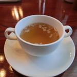 レストラン シマダ - コンソメスープは、ハム入り・・