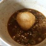 らーめん・つけ麺 よろしく - ライスボールをスープに入れてほぐします
