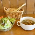 ななや - セットには、野菜サラダとスープが付きます