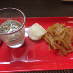 厳選日本酒と四季の肴 おでんや潮 - この日のお通し(^ω^) ピータン豆腐とお漬物。大根きんぴら(^ω^) このセットだけでもおつまみになり贅沢なお通し(^ω^)