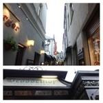 Drosselhof - リューデスハイムのメインストリートは、「世界一陽気な小路」と称される「ドロッセルガッセ(つぐみ横丁)」。  狭い小路の両端には「ワイン店」「レストラン」「土産物店」が並んでいます。