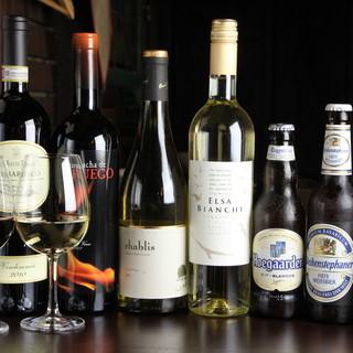 種類豊富なワインと世界のボトルビール