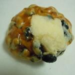 31858836 - 黒豆の甘いぱん?152円♪(外税)