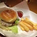 BAR A-DAY  - チーズバーガー  2日分のカロリー,頂いてます( ̄▽ ̄)  ッホー,真面目に美味しいわ,ここのハンバーガー