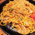 鉄板酒場 犇屋 - 夢の大地のソース焼きそば780円。       麺がもちもちしていて、ソースも濃くていいね。