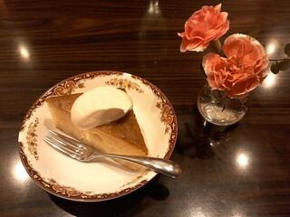 Cafe RUSSIA 吉祥寺 - リンゴのケーキ。もとはフランスのデザートだったとか…