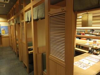 回転すし 活一鮮 南3条店 - 店内 2 半個室風のボックス席の外観 【 2014年10月 】