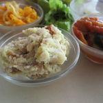 デイライトキッチン - お惣菜デリ・プレート:茄子とスイスチャードのカポナータ、さつまいも(黄金千貫)のクリームチーズ和え、大根と人参のナムル、大根の香の物、グリーン・サラダ、ご飯、味噌汁3