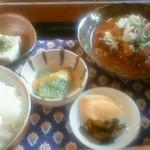 くじら亭 - 牛スジ煮込み定食