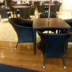スカイショップ ゴジーキッサ - テーブル間隔はゆったりとしています