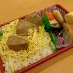 スカイショップ ゴジーキッサ - 一本釣り鰹めし…823円(税込)
