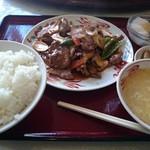 芳香園 - ランチの4番「牛肉とエリンギのXO醤炒め」♪