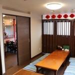 盛榮 - 内観写真:座敷、最大12人(テーブル2席)