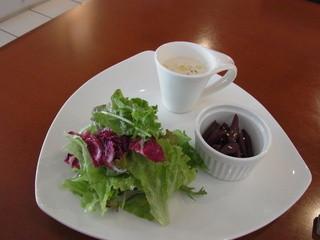 ビストロ ソレイユ - 2014.10)Aランチ(1200円)の前菜。ごぼうの赤ワイン煮など