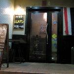 タイ食堂 ジャルアン - 階段をちょっと上がってこちらの入口へ